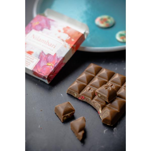 Шоколад Nilambari нежный на кэробе с клубникой и бананом, 65 г